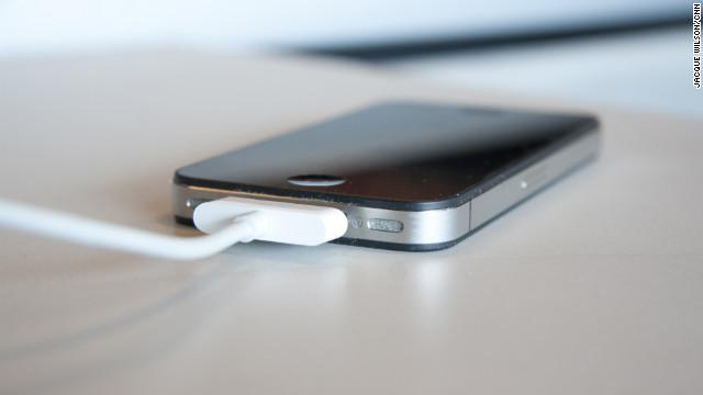 ما هي العادات السليمة لشحن وإفراغ بطارية هاتفك من أجل إطالة عمرها بصورة علمية؟